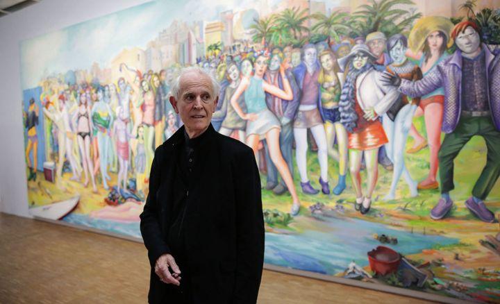 """Martial Raysse au Centre Pompidou, devant sa peinture """"Ici plage, comme ici-bas"""" (2012)  (photo Christophe Morin / IP3 Press / MaxPPP)"""