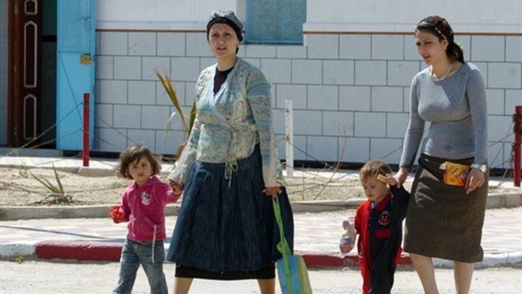 Jeunes Tunisiens passant le bac à Tunis (3-6-2005) (AFP - FETHI BELAID)