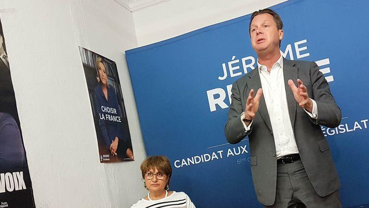 Jérôme Rivière et sa suppléante Chantal Lopez, le 19 mai 2017 lors d'une réunion de circonscription à Brignoles (Var). (ILAN CARO / FRANCEINFO)