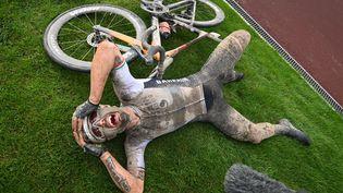 La joie de Sonny Colbrelli, vainqueur de Paris-Roubaix 2021, le 3 octobre (POOL / BELGA MAG via AFP)