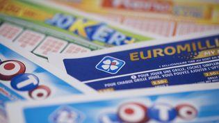 Plusieurs tickets de loto de la Française des Jeux, le 27 mars 2018 à Paris. (JOEL SAGET / AFP)