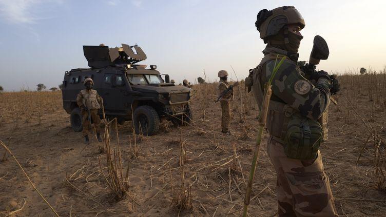Des soldats français de l'opération Barkhane au Mali, le 9 novembre 2019 (photo d'illustration). (MICHELE CATTANI / AFP)