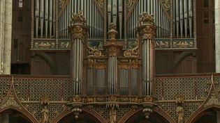 L'orgue de la cathédrale d'Amiens (Somme) s'apprête à retrouver une seconde jeunesse. Une équipe du 12/13 a pu filmer le démontage de cet instrument majestueux, une opération nécessaire avant sa restauration. (France 3)
