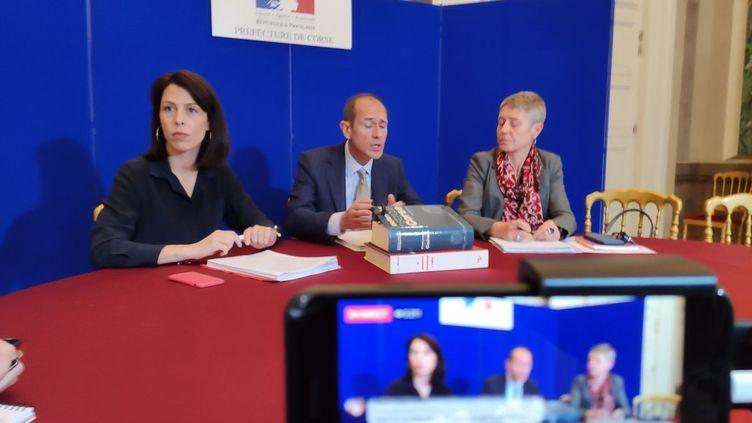 Le préfet, Franck Robine, la directrice de l'Agence régionale de santé Marie-Hélène Lecenne et la rectrice de l'académie de Corse Julie Benetti, se sont réunis en préfecture d'Ajaccio, ce dimanche 8 mars. (JCC)