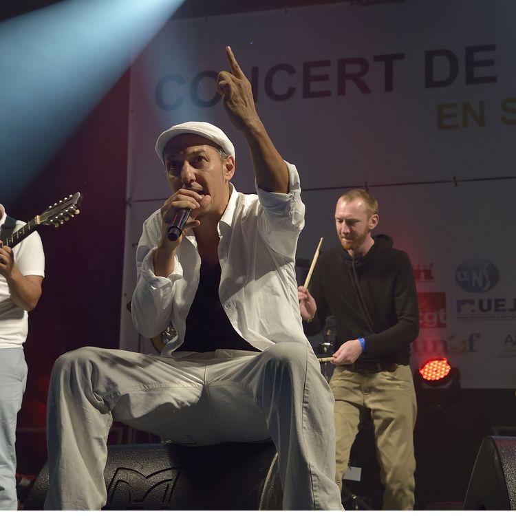Le groupe HK et les Saltimbanks lors d'un concert desoutien aux immigrés organisé par SOS Racisme, le 19 septembre 2015 à Paris. (SADAKA EDMOND / SIPA)