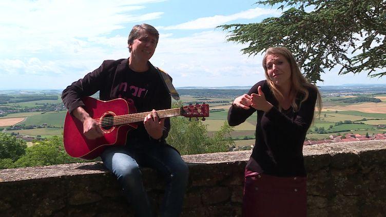"""Le duo """"Zic en signe"""",un voyage musical pour les sourds et malentendants (France 3 Lorraine)"""