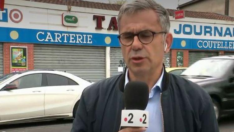 Après la prise d'otage dans un bar-tabac qui a eu lieu près de Toulouse (Haute-Garonne), mardi 7 mai, le journaliste Francis Mazoyer, en direct sur place, évoque les motivations du jeune homme de 17 ans. (FRANCE 2)