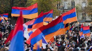 Manifestation des Arméniens de France à Paris le 25 octobre 2020. (VINCENT ISORE / MAXPPP)