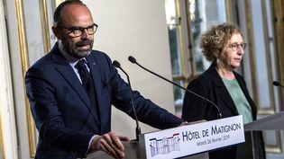 Le Premier ministre Edouard Philippe et la ministre du Travail Muriel Pénicaud lors d'une conférence de presse sur le projet de réforme de l'assurance-chômage, à Matignon, le 26 février 2019. (CHRISTOPHE ARCHAMBAULT / AFP)