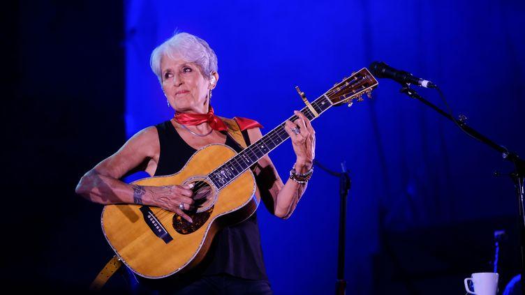 """Joan Baez sur la scène du """"Flowers Festival """" à Turin, le 19 juillet 2019 (BRUNO BRIZZI/PACIFIC PRES/SIPA)"""