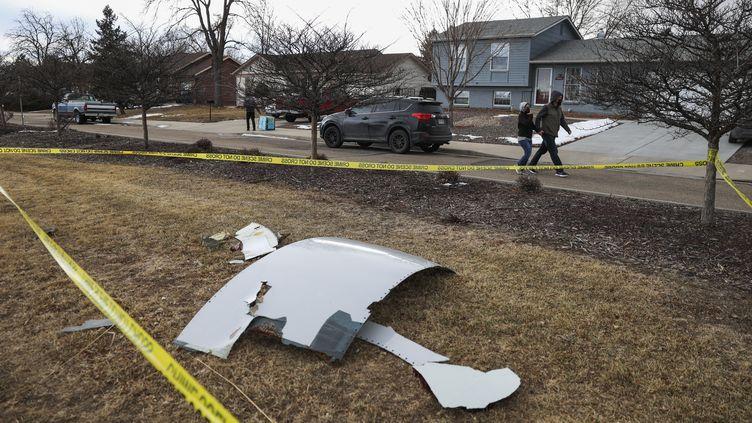 Des débris d'un Boeing 777 sont tombés au dessus de Denver dans le Colorado, le 20 février 2021. (MICHAEL CIAGLO / GETTY IMAGES NORTH AMERICA / AFP)