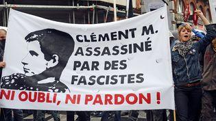 Des personnes marchent en mémoire de Clément Méric, le 8 juin 2013, à Toulouse (Haute-Garonne). (REMY GABALDA / AFP)
