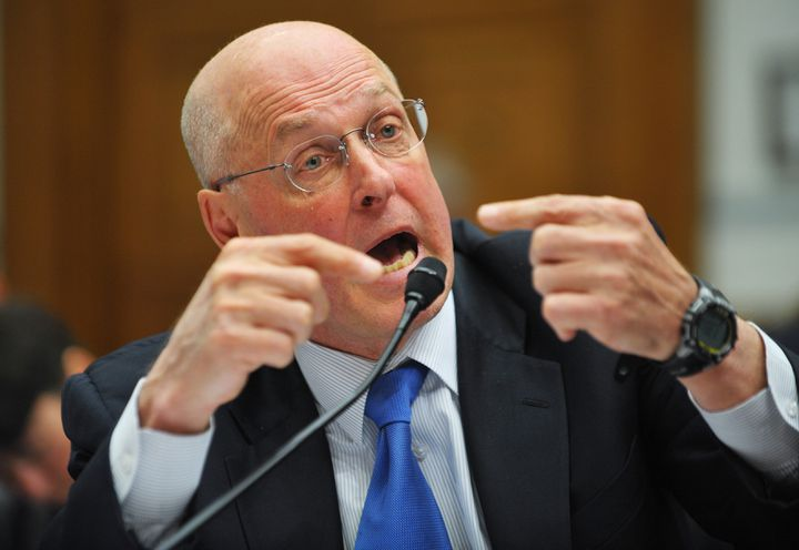 L'ancien directeur du Trésor américain, Henry Paulson, témoigne le 27 janvier 2010 à Washington (Etats-Unis),devant une commission d'enquête parlementaire sur le sauvetage de l'assureur AIG pendant la crise des subprimes. (MANDEL NGAN / AFP)
