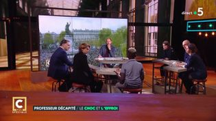 "Le plateau de l'émission de France 5 ""C Politique"", le 18 octobre 2020. (FRANCE 5)"