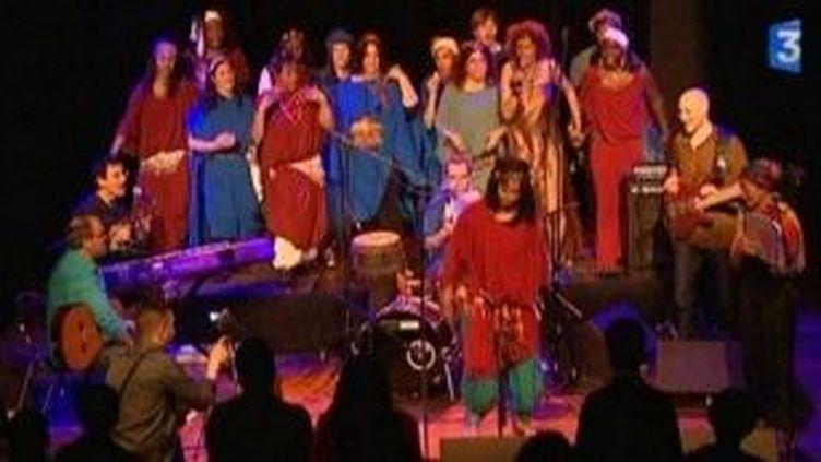 La chanteuse algérienne Souad Asla et des femmes de Nanterre au Festival Planètes Musiques  (Culturebox)