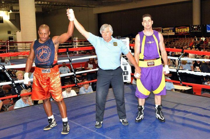 A droite, Tamerlan Tsarnaev, lors d'un tournoi de boxe le 4 mai 2009 à Salt Lake City (Utah). (GLENN DEPRIEST / GETTY IMAGES)