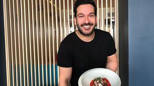 Denny Imboisi et son plat de poulpe et panzanella (LAURENT MARIOTTE / RADIO FRANCE)