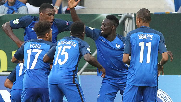 Les Français sont champion d'Europe U19 en titre. (DANIEL ROLAND / AFP)