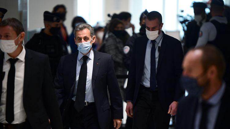 Nicolas Sarkozy à son arrivée au palais de Paris, mardi 8 décembre 2020. (MARTIN BUREAU / AFP)