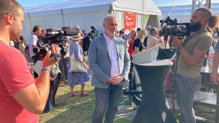 Jean-Marc Governatori, candidat à la primaire écologiste, lors des journées d'été des écologistes, à Poitiers, le 20 août 2021. (VICTORIA KOUSSA / RADIO FRANCE)