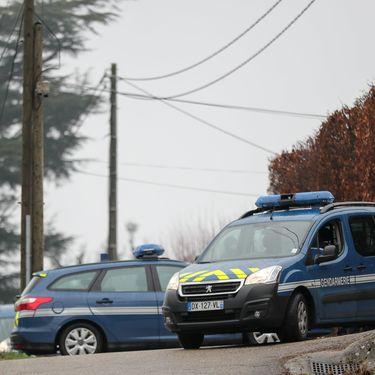 Les gendarmes mènent une perquisition au domicile de Nordahl Lelandais à Domessin (Savoie), le 18 décembre 2017. (MAXPPP)