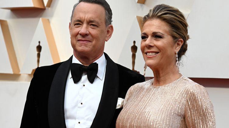 L'acteur américain Tom Hanks et son épouse Rita Wilson, le 9 février 2020 , cérémonie des Oscars au Dolby Theater d'ollywood, Californie, Etats-Unis (ROBYN BECK / AFP)