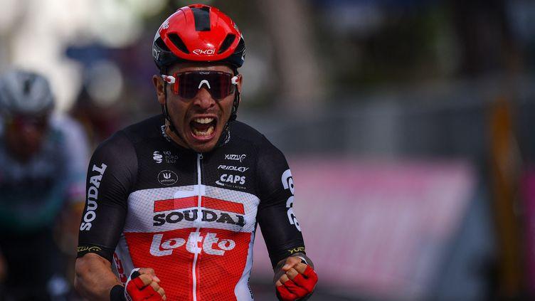 Caleb Ewan s'est imposé au sprint, à Cattolica, mercredi 12 mai 2021. (DARIO BELINGHERI / AFP)