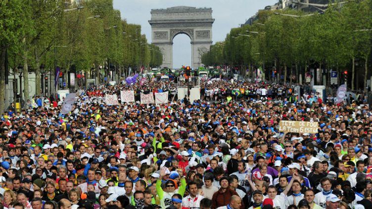 Les dizaines de milliers de participants au départ du marathon