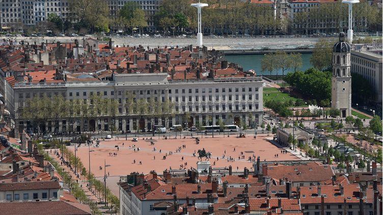 """Une vue de la place Bellecour de Lyon (Rhône), le 14 août 2016, où une """"fan zone"""" doit être installée. (PHILIPPE DESMAZES / AFP)"""