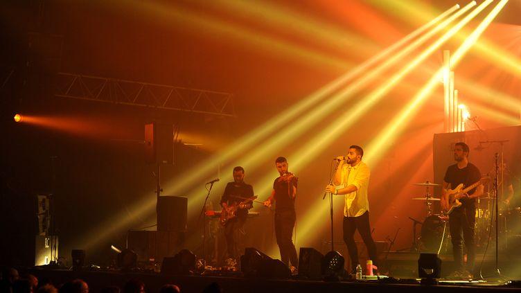 """Le groupeMashrou' Leila au """"Printemps de Bourges"""" en 2015. (GUILLAUME SOUVANT / AFP)"""