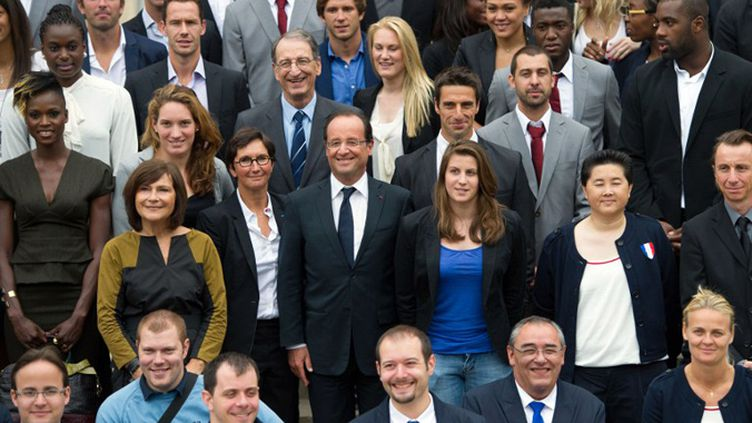 François Hollande et Valérie Fourneyron au milieu des médaillés olympiques et paralympiques de Londres