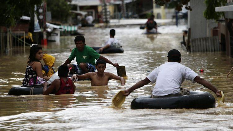 La ville de Cabanatuan dans le nord des Philippines, complètement inondée au passage du typhon Koppu le 19 octobre 2015. (FRANCIS R. MALASIG / EPA / MAXPPP)