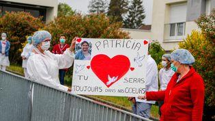 Le 28 avril 2020, le personnel de l'EhpadLa Rosemontoise à Valdoie (Territoire de Belfort)avait rendu hommage à Patricia Boulak, une aide soignante de l'Ephad qui est décédée le 4 avril du coronavirus (photo d'illustration). (MICHAEL DESPREZ / MAXPPP)