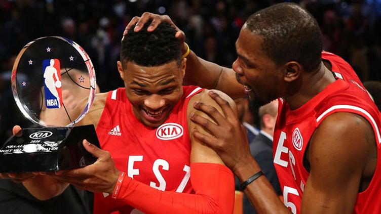 Russell Westbrook élu MVP du All-Star Game est félicité par Kevin Durant