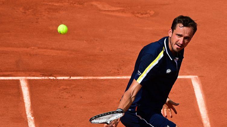 Daniil Medvedev à Roland-Garros, le 6 juin 2021. (MARTIN BUREAU / AFP)