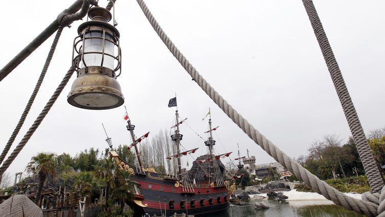 L'entrée de l'attraction Pirates des Caraïbes, à Disneyland Paris (Marne-la-Vallés), où un enfant a été victime d'un accident, mercredi 30 octobre 2013. (THOMAS SAMSON / AFP)