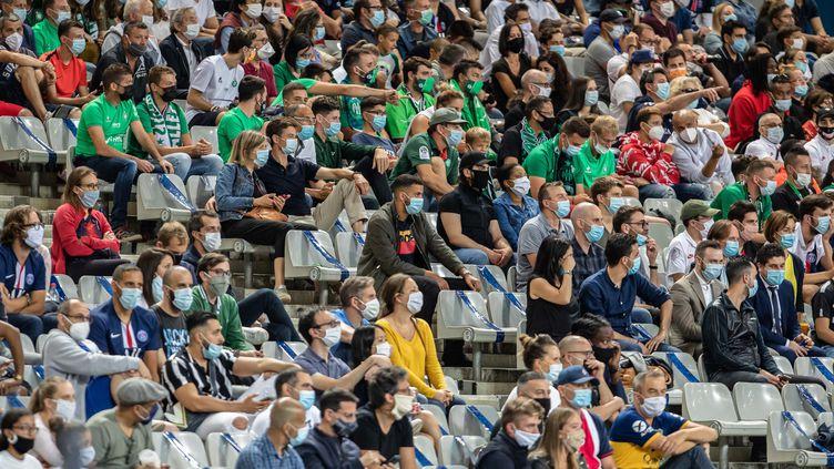 Tout comme lors de la finale de coupe de France de football entre le PSG et Saint-Etienne, la jauge restera fixée à 5000 spectateurs dans les stades. (AURELIEN MORISSARD / MAXPPP)