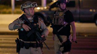 Des policiers après l'attaque à Las Vegas, le 2 octobre 2017. (ETHAN MILLER / GETTY IMAGES NORTH AMERICA)