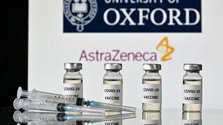 Descas de thromboses associées à de faibles numérations plaquettaires ont été signalés après des vaccinations avec AstraZenaca. (JUSTIN TALLIS / AFP)