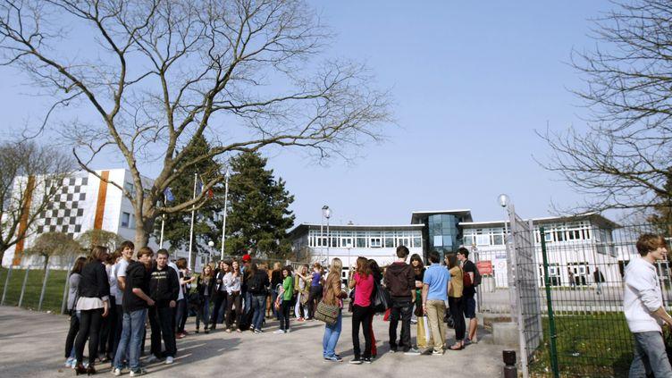 Une professeure d'anglais du lycée Gustave-Flaubert à Rouen (Seine-Maritime) aurait demandé à ses élèves d'observer une minute de silence à la mémoire du tueur de Toulouse, Mohamed Merah. (CHARLY TRIBALLEAU / AFP)