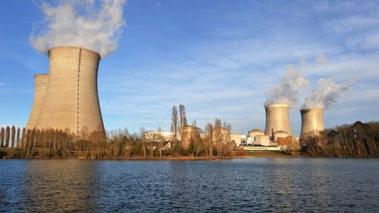 La centrale nucléaire de Dampierre-en-Burly (Loiret), le 15 mars 2011. (ALAIN JOCARD / AFP)