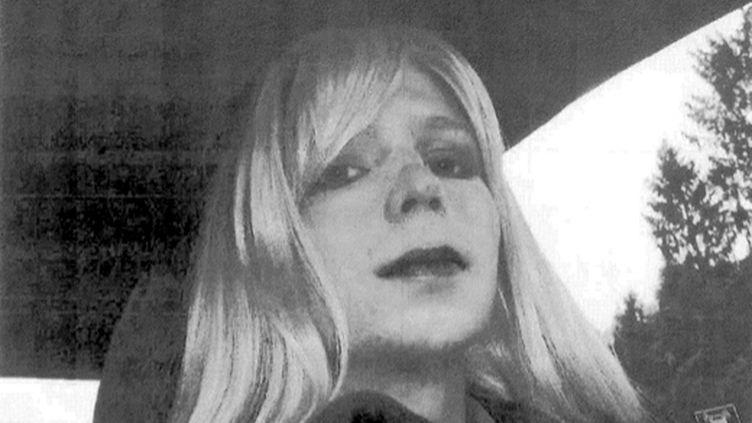 Une photo de Bradley Manning travesti, diffusée avec sa déclaration lue sur NBC News le 22 août 2013, dans laquelle il indique vouloir devenir une femme. (US ARMY / AFP)