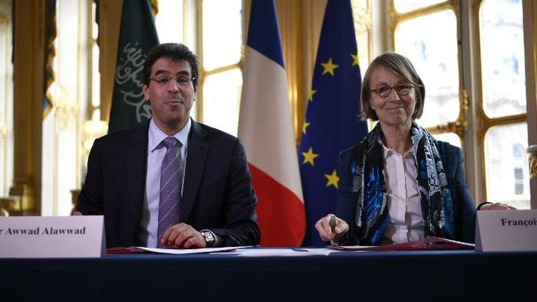 Le ministre de la culture saoudien Awwad Alawwad et Françoise Nyssen  (Lionel BONAVENTURE / AFP)