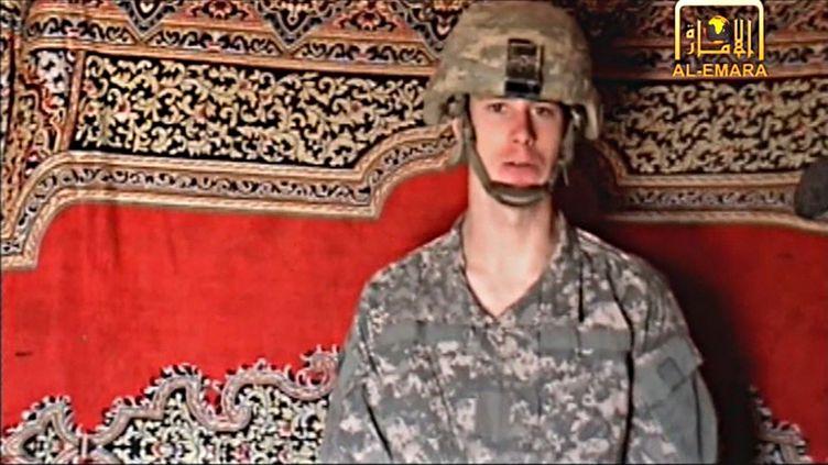 Capture d'écran d'une vidéo du soldat américain Bowe Bergdahl, déténu par les talibans afghans, diffusée le 25 décembre 2009. (INTELCENTER / AFP )