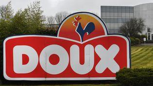 Une usine de l'entreprise Doux à Châteaulin (Finistère), le 23 mars 2018. (FRED TANNEAU / AFP)