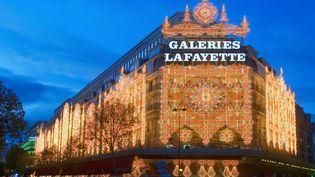 Les Galeries Lafayette, boulevard Haussmann à Paris le 30 octobre 2015. (YANN GUICHAOUA / ONLY FRANCE / AFP)