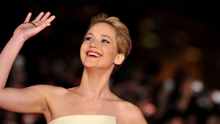 """L'actrice américaine Jennifer Lawrence arrive à la projection de """"Hunger Games : l'embrasement"""" au festival du film international deRome (Italie), le 14 novembre 2013. (TIZIANA FABI / AFP)"""