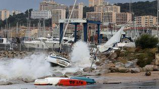 Le port d'Ajaccio (Corse-du-Sud) a souffert du passage de la tempête Adrian, le 29 octobre 2018. (JEAN-PIERRE BELZIT / MAXPPP)