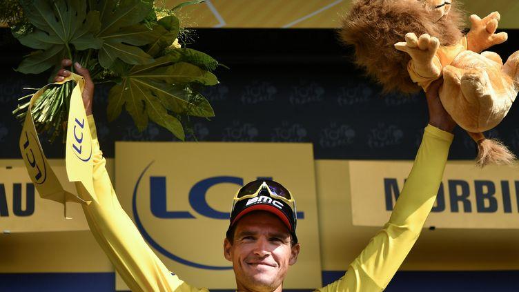 Greg Van Avermaet porte toujours le maillot jaune de leader sur le Tour de France, mercredi 11 juillet (MARCO BERTORELLO / AFP)