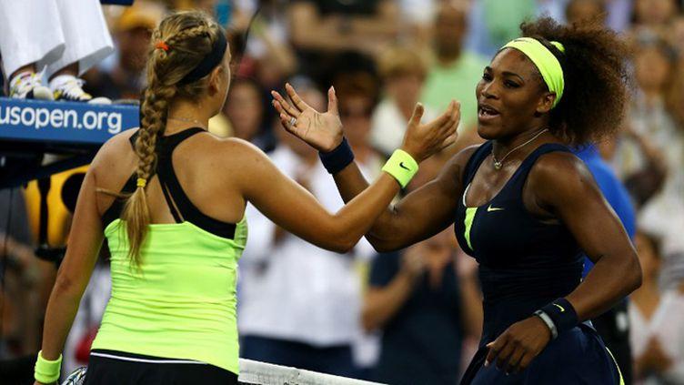Serena Williams pose avec la coupe